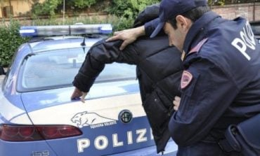 E PUTHI DHE E PREKU NË VENDE INMTIME/ Dënohet shqiptari që tentoi të përdhunojë vajzën e re në makinë