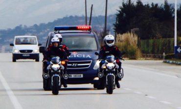 SHERR ME THIKA NË TIRANË/ Policia ndërhyn dhe arreston një 51 vjeçar. Arrestohen edhe 8 shtetas të tjerë
