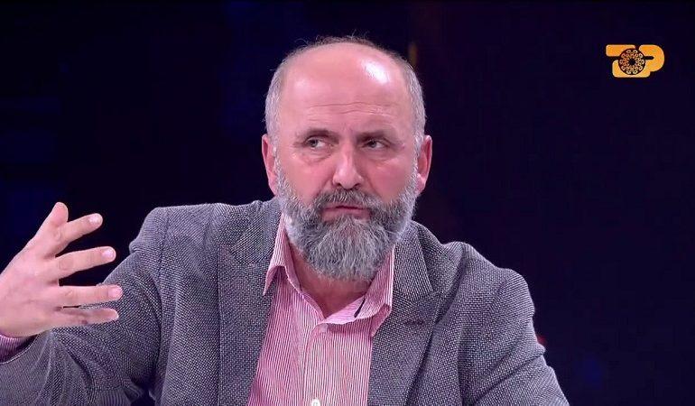 """""""GODET"""" sërish konspiracionisti Alfred Cako: Shqipëria do izolohet kur…"""