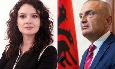 """""""MASKA RA""""/ Spiropali ironizon Metën: Presidenti sa herë shkel me dy këmbët Kushtetutën, nis dhe ulëret"""