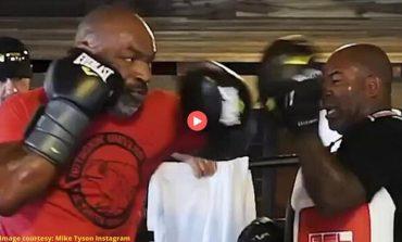 """PËRBALLJA E """"TITANËVE""""/ Trajneri: Për Mike Tyson ky është duel i vërtetë, nuk e kupton konceptin """"duel-show"""""""
