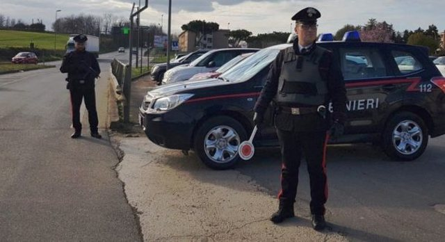 NUK E LEJONTE TË FUTEJ NË MARKET/ Shqiptari në Itali bën atë që nuk pritej, merr pistoletën dhe…