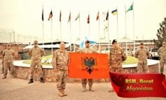 """""""GËZUAR DITËN E FLAMURIT SHQIPËRI""""/ Emocionojnë ushtarët shqiptarë në të gjithë botën urojnë Pavarësinë"""