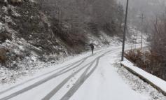 TEMPERATURAT E ULËTA/ Nisin rreshjet e para të dëborës në Dardhë të Korçës