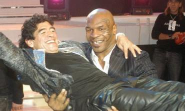AI ISHTE NJË NGA HERONJTË E MI/ Mesazhi prekës i legjendës së boksit Mike Tyson mbi Maradonën