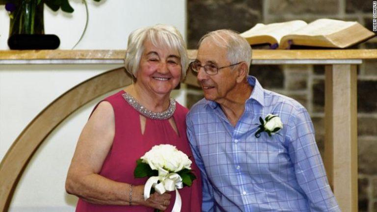 HISTORIA E RALLË/ U ndanë në adoleshencë, pas 70 vitesh ribashkohen për t'u martuar