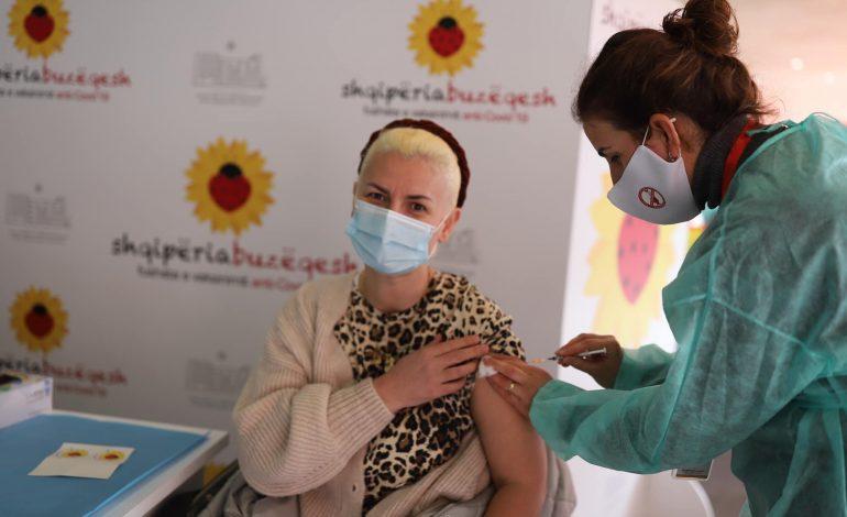 DITA E TRETË E VAKSINIMIT/ Manastirliu publikon FOTOT, ja kush po merr vaksinën anti-COVID sot