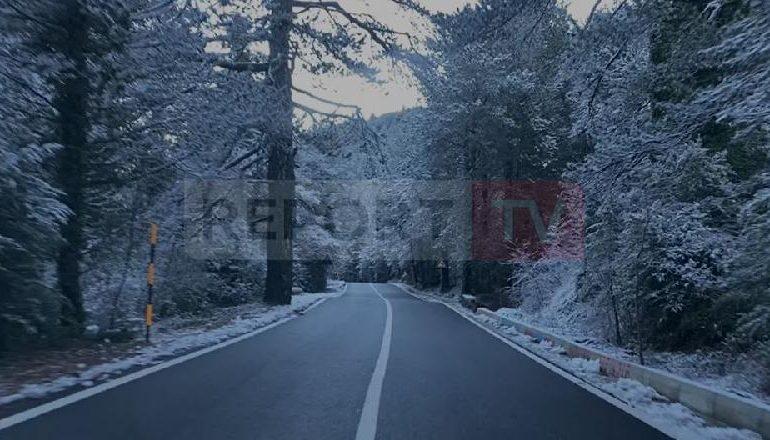 DËBORË NË KORÇË/ Prezencë akulli në rrugë, probleme me energjinë në disa fshatra
