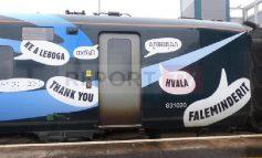 FOTOLAJM/ Hekurudha britanike falenderon në shqip mjekët në front të parë me COVID-19