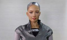 """""""DO T'I BËJË SHOQËRI NJERËZVE TË IZOLUAR NGA COVID""""/ Krijuesit e robotit Sophia, zbulojnë planin ambicioz"""