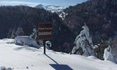 MOTI I KEQ/ Rikthehen reshjet e borës në Korçë, zbardhen fshatrat turistikë të Dardhës dhe të Voskopojës