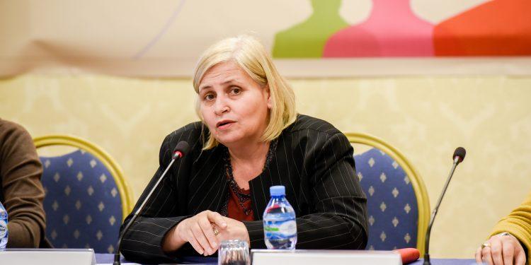 NAFTË FALAS PËR FERMERËT/ Ekonomi: Zero dokumente, vetëdeklarim tek e-Albania