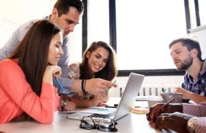 SUKSESET E TË RINJVE PROFESIONISTË SHQIPTARË/ Po bëhen milionerë nga puna online për të huajt