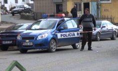 GODITI TË ËMËN ME DRU/ Arrestohet 41-vjeçari në Bulqizë, ja çfarë i gjeti policia në momentin e shoqërimit (EMRI)