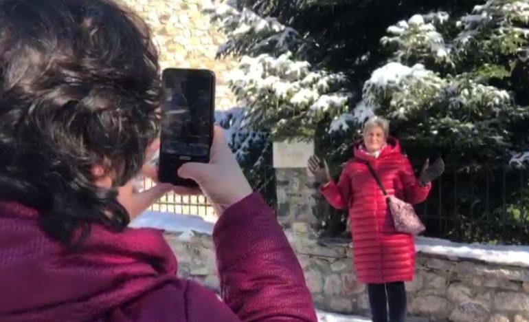 RESHJET E DËBORËS/ Dyndje turistësh në Vosokopojë (VIDEO)