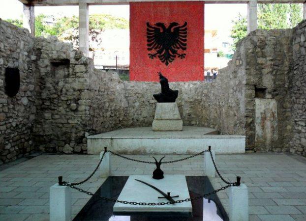 """""""NË KËTË DITË PËRKUJTIMORE…""""/ Rama mesazh për 553-vjetorin e vdekjes së Heroit Kombëtar, Gjergj Kastrioti"""