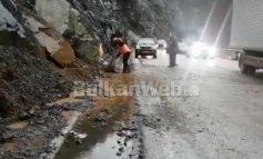 RIKTHEHEN RESHJET E SHIUT/ Emergjencat Civile tregojnë situatën në Elbasan: Ka pasur rënie gurësh në disa rrugë, por…