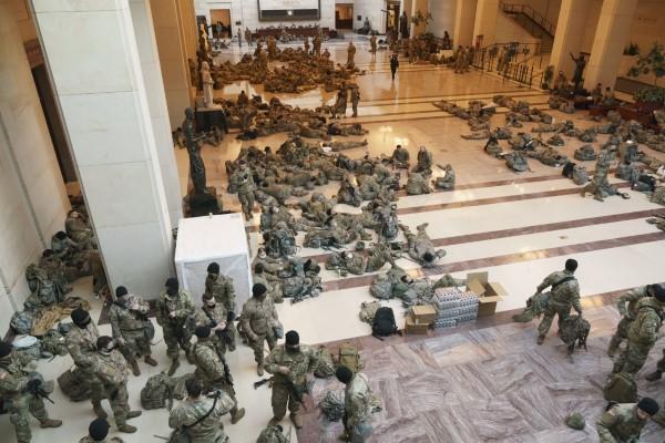 """PAMJET E RRALLA NGA SHBA/ Ushtria """"pushton"""" Kongresin, frikë nga Trump"""