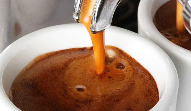 STUDIMI: Kafeja mbron trurin nga problemet e të kuptuarit dhe përmirëson…