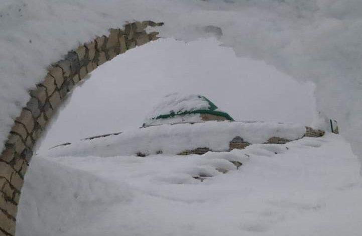 FOTOLAJM/ 30 alpinistë shqiptarë e kosovarë ngjiten në këmbë në majën më të lartë të Malit të Tomorrit