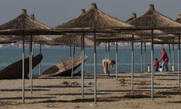 PAS RRITJES SË TEMPERATURAVE/ Bregdeti shqiptar 'pushtohet' nga qytetarët (FOTO)