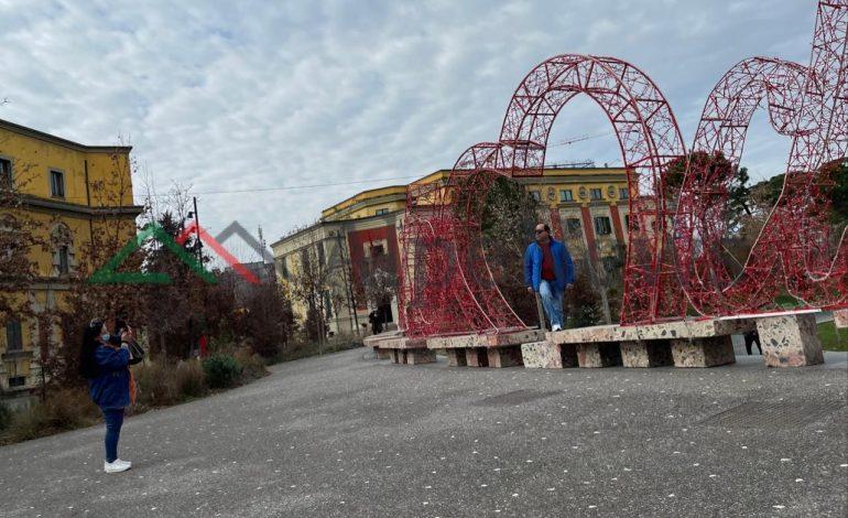 """Kur """"Shën Valentini"""" vjen seriozisht në Tiranë…"""