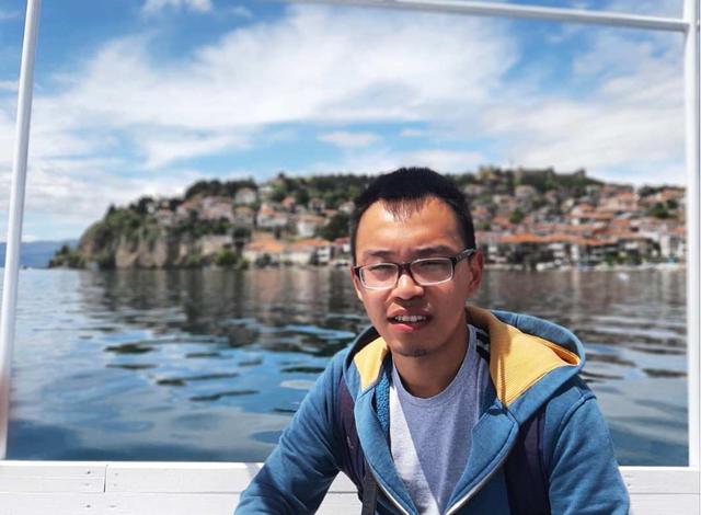 """""""KAM MËSUAR NË FILLIM GJUHËN SHIPE""""/ Djali nga Kina: Shqipëria më pëlqen nga veriu në jug"""