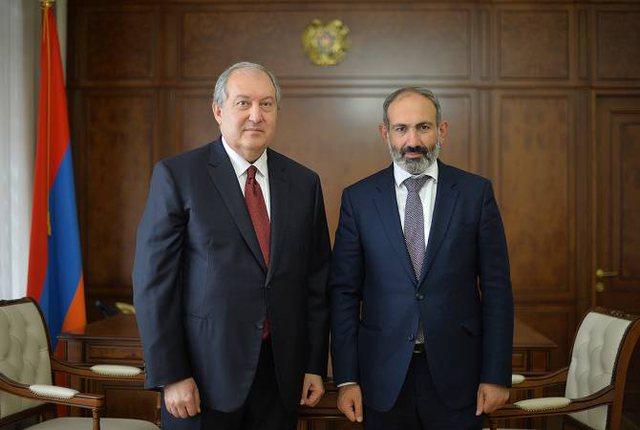 PËRPLASJE TË FORTA NË ARMENI/ Presidenti refuzon kryeministrin: Nuk e shkarkoj shefin e shtabit