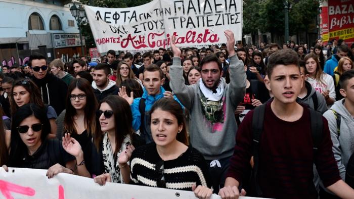 PROTESTAT MASIVE NË GREQI/ Studentët dalin kundër ligjit për policinë në universitete