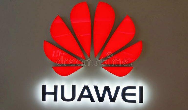 """""""HUAWEI"""" DO TË PRODHOJË MAKINA ELEKTRIKE/ Pas sanksioneve nga SHBA, gjiganti teknologjik ndryshon strategji"""