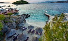 NGA PLAZHI E DERI TEK SHPELLAT/ Faqja e njohur turistike: Ksamili ose Maldivet e Shqipërisë së Jugut