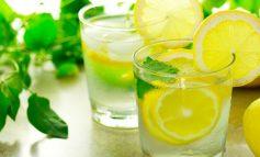 PLOT VLERA USHQYESE E VITAMINA/ Ja koha e duhur për të pirë ujë me limon