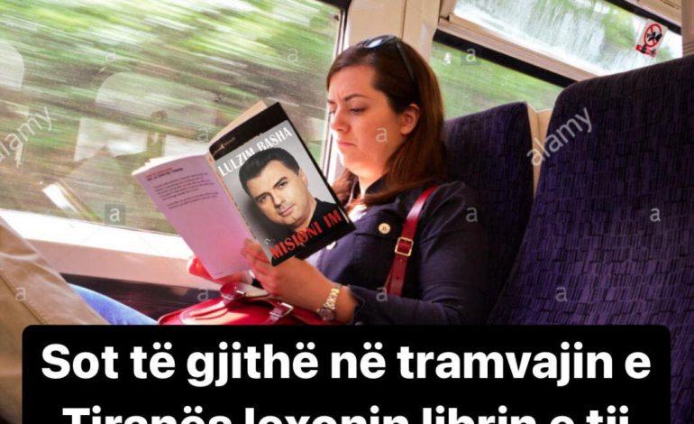 """Sot në """"tramvajin"""" e Tiranës, po lexohej libri i… Lulzim Bashës!"""