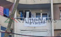"""Në mes të Tiranës, ku rebelimi për punët e shtëpis arrin """"kulmin"""""""