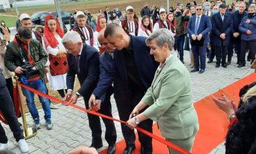 """DITA NDËRKOMBËTARE E GRUAS/ Ambasadori Qemal Minxhozi mer pjesë në ceremoninë përurimit të """"Kooperativa Bujqësore Krusha"""""""