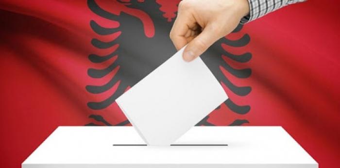 SONDAZHI/ Shqiptarët besnikë të partive, votojnë pa u interesuar shumë se cilët janë kandidatët