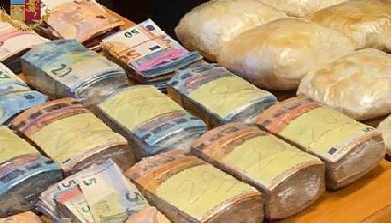 ARRESTOHET NJË 27-VJEÇAR SHQIPTAR NË ITALI/ I riu i papunë, kapet me rreth 300 mijë euro në banesë dhe me kokainë