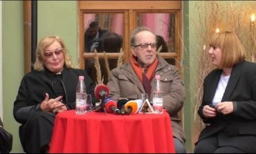 RRËFIM I SINQERTË NGA VLORA/ Ismail Kadare: Kam duartrokitur dhe gjëra që s'duheshin duartrokitur...