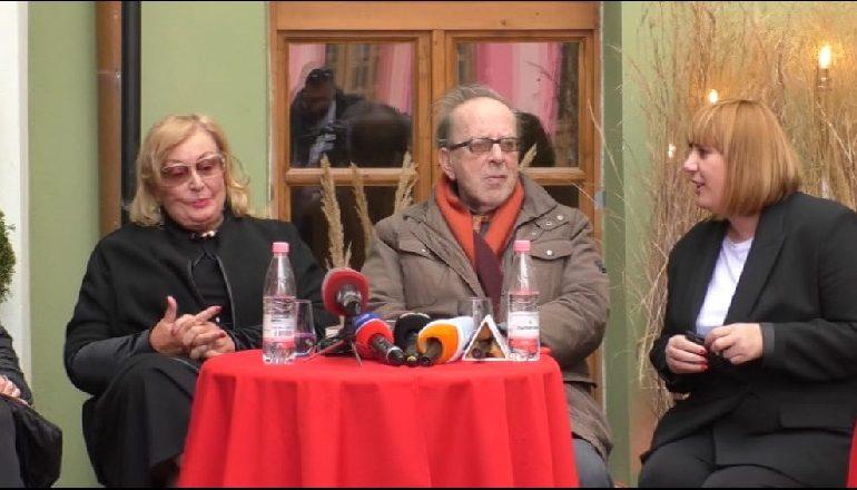 RRËFIM I SINQERTË NGA VLORA/ Ismail Kadare: Kam duartrokitur dhe gjëra që s'duheshin duartrokitur…