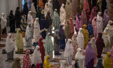 MUAJI I SHENJTË I RAMAZANIT/ Besimtarët myslimanë nisin agjërimin nën masat të shumta anti-COVID