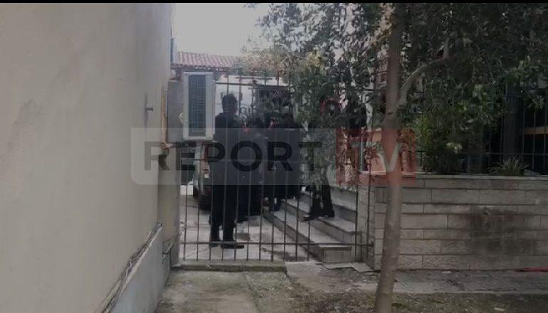 E BLINDUAR NGA FORCA TË SHUMTA POLICIE/ Gjykata e Fierit jep masën e sigurisë për autorin e vrasjes së Shkëlzen Kastratit