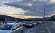 PANDEMIA/ Në tre ditët e fundit, mbi 13 mijë qytetarë nga Kosova janë dyndur drejt Shqipërisë