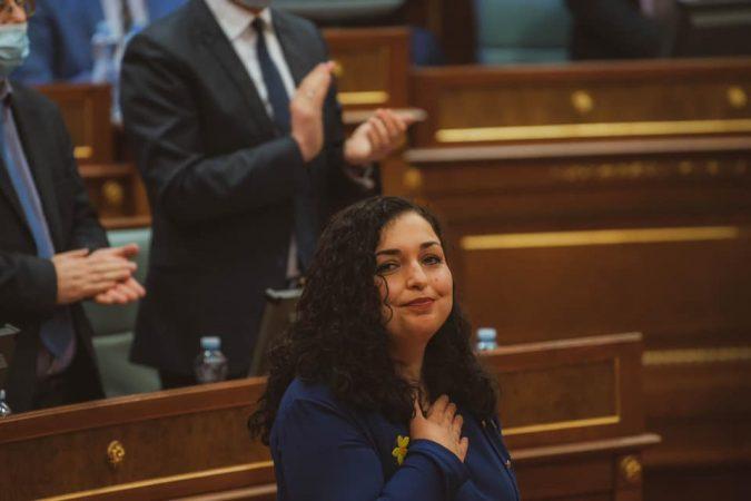 VJOSA OSMALI MERR SOT DETYRËN E PRESIDENTES SË KOSOV/ Ceremonia në përputhje me rregullat e pandemisë. Axhenda
