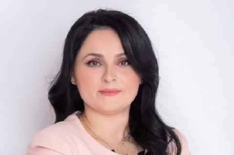 """""""KAM FORCË PËR T´U MATUR ME SFIDAT""""/ Teuta Ramaj, kandidatja e PS në Vlorë: Është përgjegjësi që më është besuar nga Komuniteti Çam"""