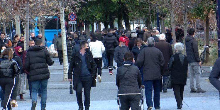 PANDEMIA/ Shqipëria pranë imunitetit të tufës, mjeku: 50% e shqiptarëve të…