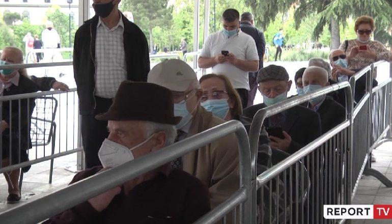 DOZA E DYTË E VAKSINËS KUNDËR COVID-19/ Të moshuarit: Nuk patëm efekte anësore nga doza e parë (VIDEO)