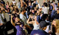 """KORONAVIRUSI/ Spanja lehtëson masat anti-COVID pas 6 muajsh, të rinjtë """"pushtojnë"""" rrugët dhe festojnë """"lirinë"""""""