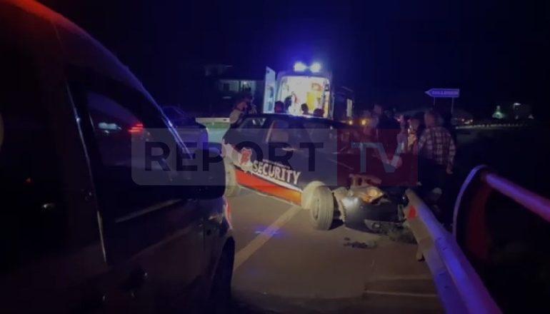"""AKSIDENT NË ELBASAN/ Makina """"security"""" humb kontrollin dhe përplaset me mbrojtësen e rrugës"""
