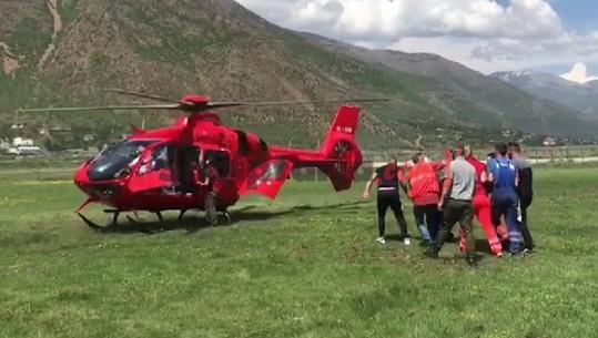 U ASFIKSUA NGA GAZI NË MINIERËN E MARTANESHIT/ Pamjet kur i lënduari niset drejt Tiranës (VIDEO)