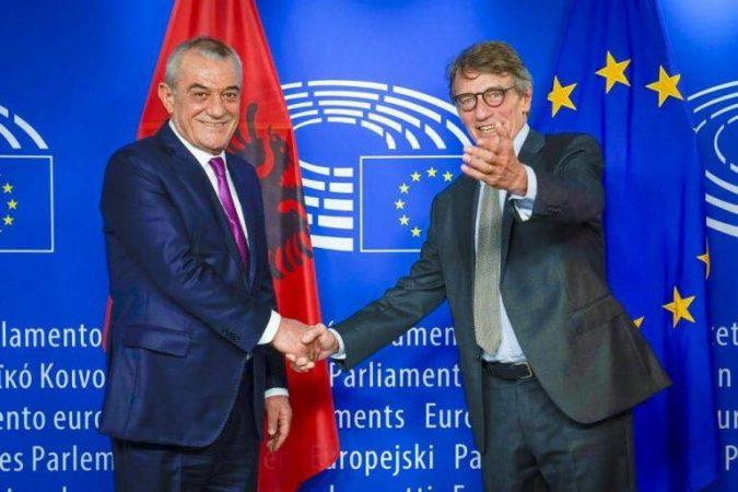 9 MAJI/ Ruçi: S'do të jetë e largët dita kur t'i afrohemi kufijve të Europës politike